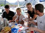 Frühstück/Breakfast - Yachtcharter Schweden, Mitsegeln Schweden