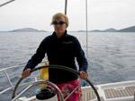 Stina at steeringwheel - Yachtcharter Schweden, Mitsegeln Schweden