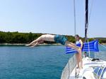 Sprung ins Wasser - Yachtcharter Schweden, Mitsegeln Schweden